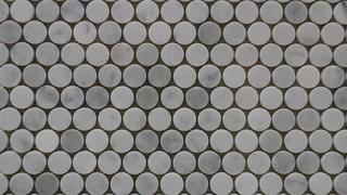 Mosaic floor tiles Penny Round Carrara Honed Mosaic tiles - Lapege